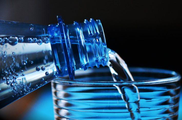 Ini Loh Pilihan Air Minum Kemasan Terbaik dan Paling Aman